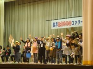 3年生劇「本当の宝物は」お年寄り、子供たち、そしてみんなの笑顔など感動的なラストシーン
