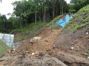田沢地区のお寺さん裏山の砂防ダム建設県工事現場で土砂崩れ