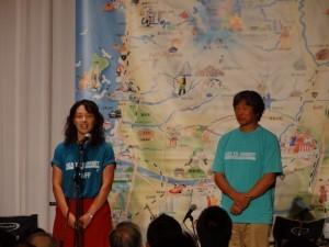 主催者挨拶をするNPO法人元気大国佐藤香奈子代表と辰野勇モンベルグループ代表