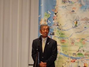 歓迎の挨拶を述べる地元遊佐町時田町長